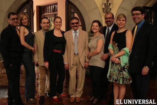 El cumpleañero doctor Sixto Bermúdez Márquez rodeado de sus hijos FOTOS GABRIELA PULIDO
